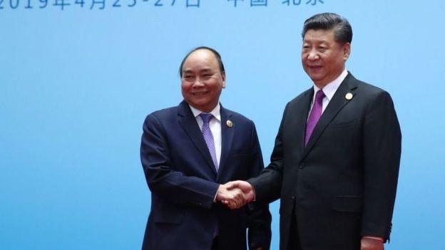 Thủ tướng Việt Nam Nguyễn Xuân Phúc gặp Chủ tịch Trung Quốc Tập Cận Bình ở Bắc Kinh tháng Tư 2019