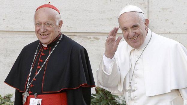 El cardenal Ricardo Ezzati junto al papa Francisco en una foto de octubre de 2015.