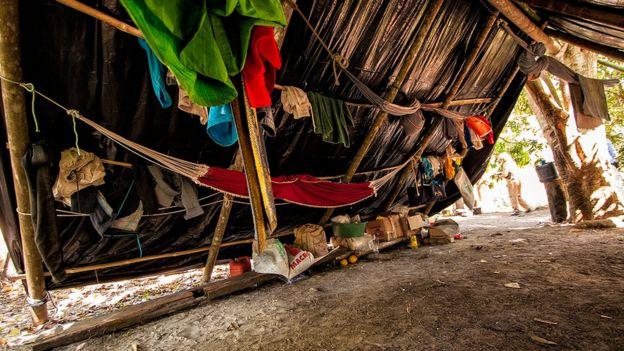 Trabalhadores dormiam em redes