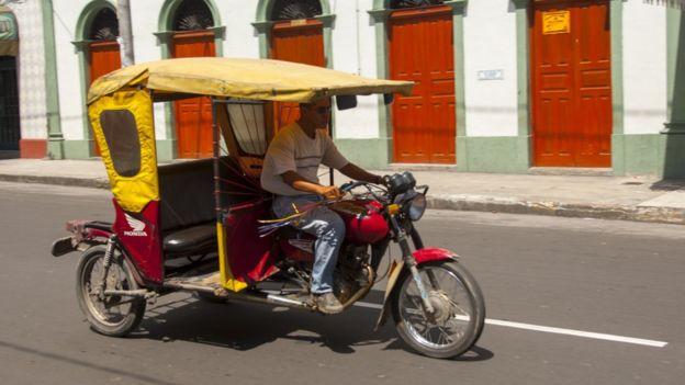 Một người chạy xe ôm ở Peru
