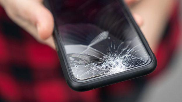 • صفحهنمایشهای نشکن و مقاوم موهبت بزرگی برای هر شرکت تولیدکنندهٔ گوشی هوشمند است
