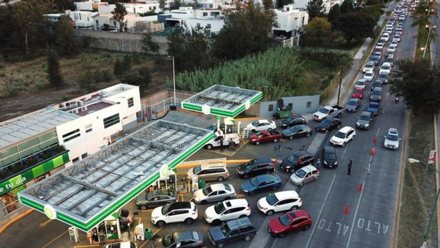 Mexicans queuing for fuel amid supply issues January 2019