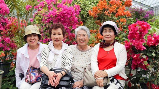 يعيش في أوكيناوا في اليابان عدد من أطول الناس عمراً في العالم