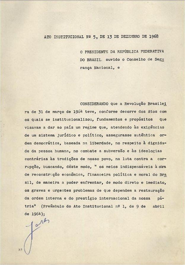Primeira página do AI-5, assinado em 13 de dezembro de 1968