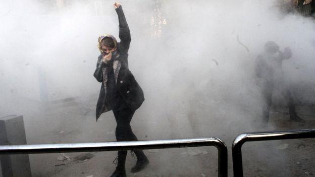 У Тегеранского универстита произошли стычки протестующих с полицией