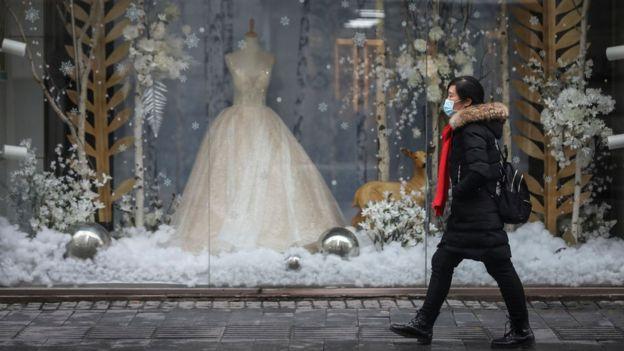 Платье невесты в витрине