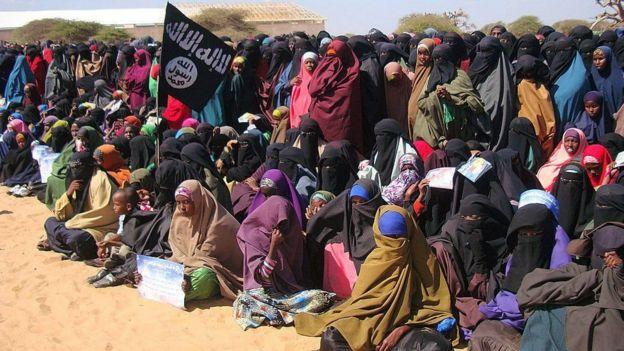نساء إفريقيات يرفعن لواء تنظيم ارهابي