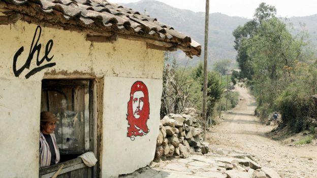 Casa en La Higuera con una imagen del Che pintada