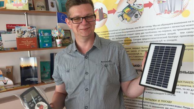 Эти солнечные батареи с автоматизированной системой полива директор закупил для школьных теплиц
