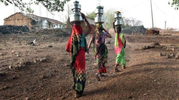 தண்ணீர் எடுப்பதற்காக 200 மில்லியம் மணி நேரத்தை செலவிடும் பெண்கள்