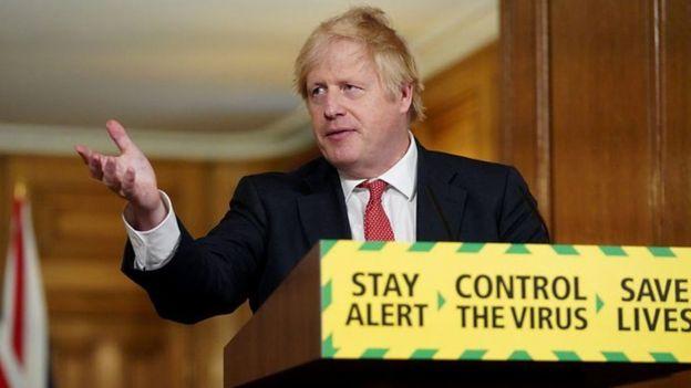 جونسون غير شعار حملة مواجهة الوباء، ما أثار انتقادات واسعة