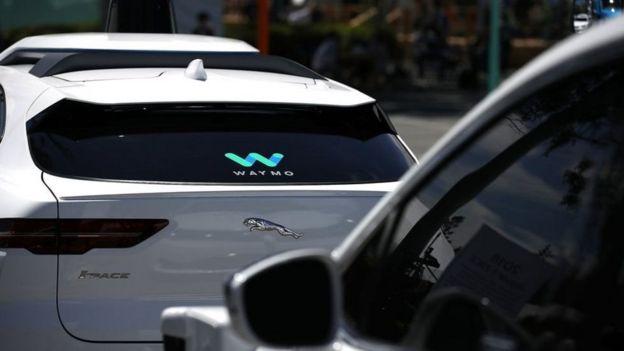 """سيارة شركة """"وايمو"""""""