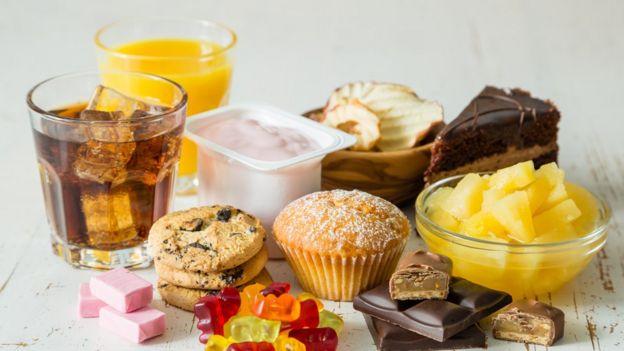 Alimentos ricos en carbohidratos, grasas y dulces.