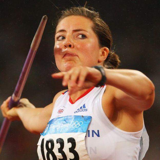 Su lanzamiento en la final olímpica en Pekín, de 65,75 metros, todavía se mantiene como récord británico.