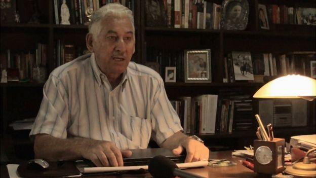 Gary Prado en su escritorio