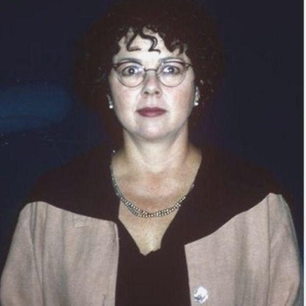 1996年,加勒特还因为对扎伊尔的埃博拉报道获得了普利策奖。