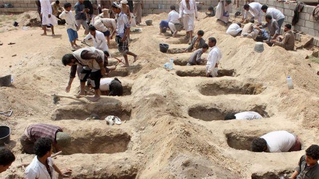 درباره میزان تلفات جنگ یمن آمار متناقضی منتشر شده. در حالی که مخالفان تعداد کشتهشدگان غیرنظامی را بالای صد هزار نفر اعلام میکنند، سازمان ملل میگوید در این جنگ تاکنون ۷۰۷۰ نفر کشته شدهاند