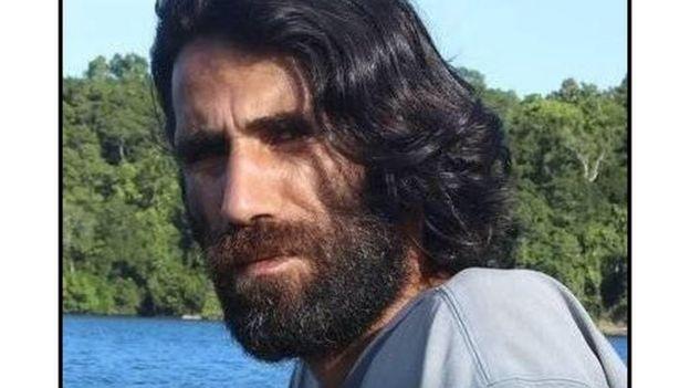 لاجئ كردي محتجز في جزيرة نائية يكتب رواية عبر واتس آب