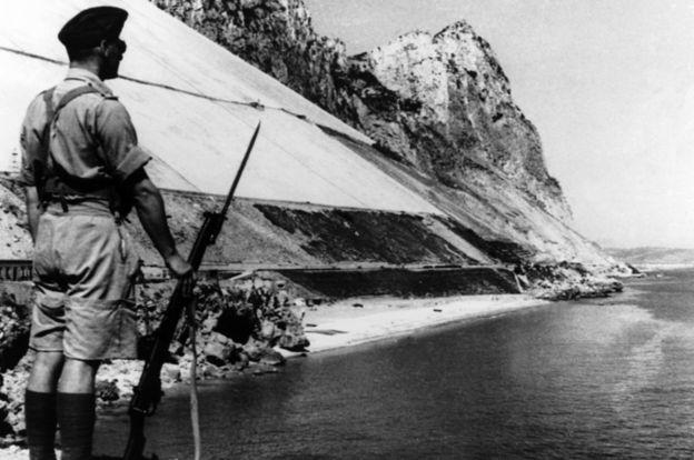 Un soldado británico en Gibraltar, en 1940