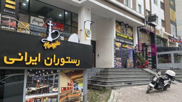 دیدن فروشگاه های ایرانی در محله اسنیورت موضوعی عادیست