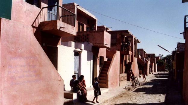 Casas de bajo costo en Aranya, Foto: Cortesía de VSF/Premio Pritzker de Arquitectura.