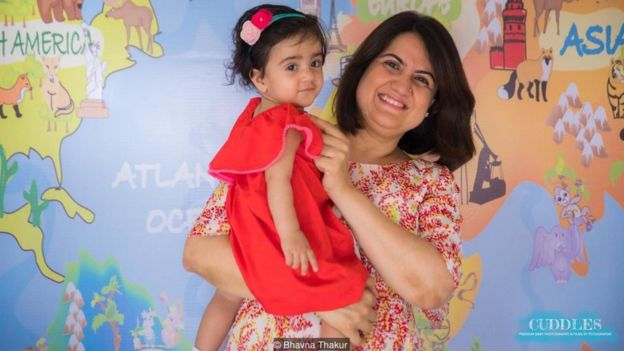 Bhavna Thakur, de 43 anos, com a filha
