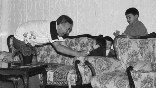 Нурсултан Назарбаев и его внуки