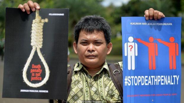 idam karşıtı bir gösterici