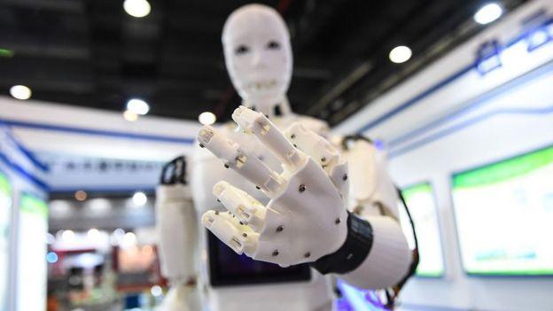 Un robot en una exposición internacional en China.