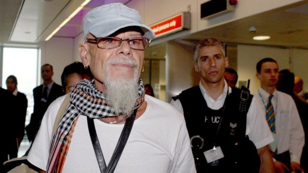 Gary Glitter a vu à l'aéroport d'Heathrow après avoir été expulsé du Vietnam