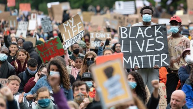 George Floyd death: Thousands turn out for UK anti-racism protests _112750173_gettyimages-1247036773