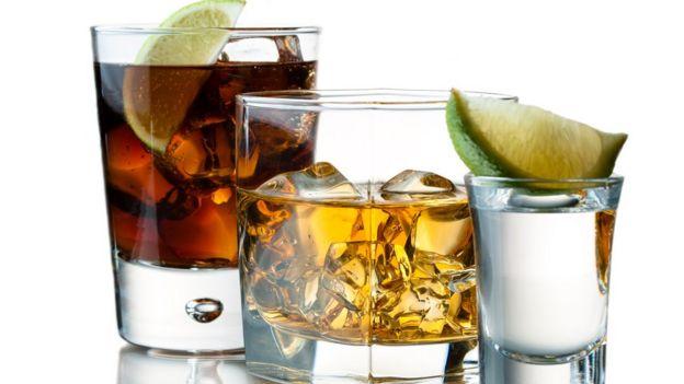 Bebidas alcohólicas de distintos colores