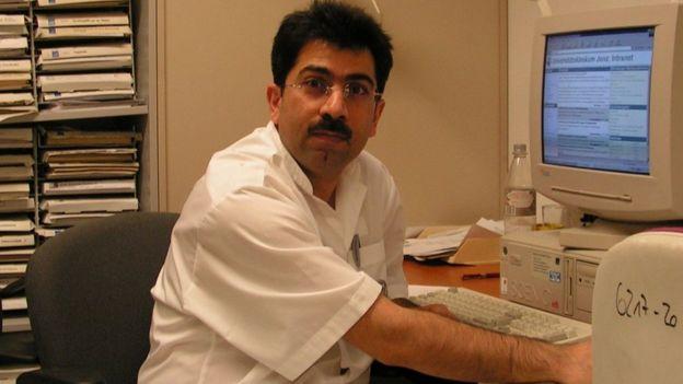 Mirza Dinnayi em consultório