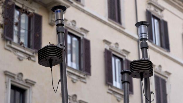 Обладнання, що вмірює якість повітря у Римі, показує високі рівні забруднення