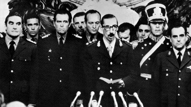 Videla jura como presidente de Argentina