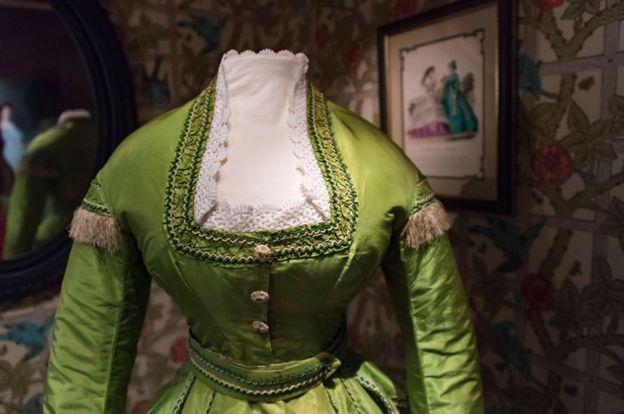Vestido del siglo XIX de color verde, con arsénico.