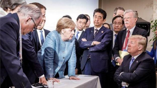 Bà Merkel (giữa) dẫn đầu nỗ lực đàm phán với ông Trump về thương mại tại Thượng đỉnh G7 ở Canada hồi tháng trước