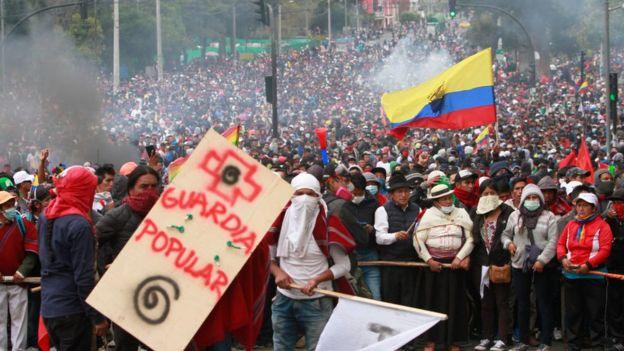 El rechazo al fin de los subsidios al combustible ha generado movilizaciones masivas en Ecuador.