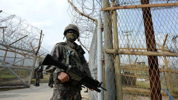 Soldados sul-coreanos patrulham área desmilitarizada dividindo as duas Coreias