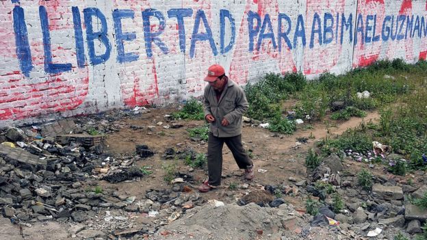 Mural a favor de la libertad de Abimael Guzmán