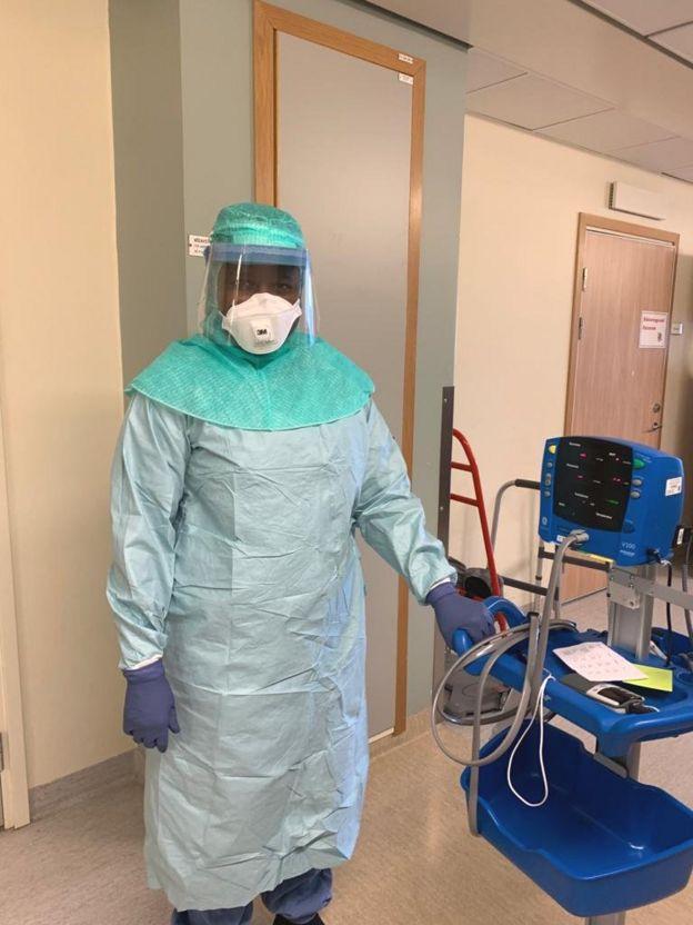 Khady Ndoye en équipements de protection complet