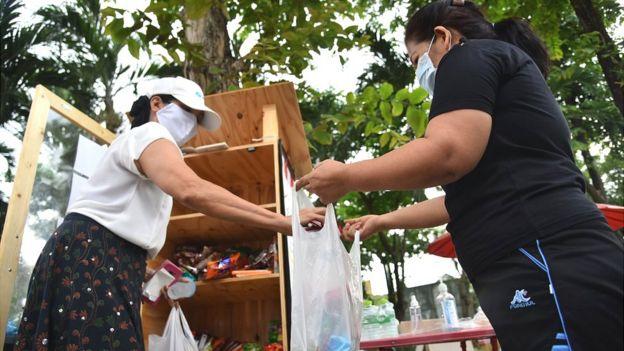 Mercado de ayuda en Tailandia
