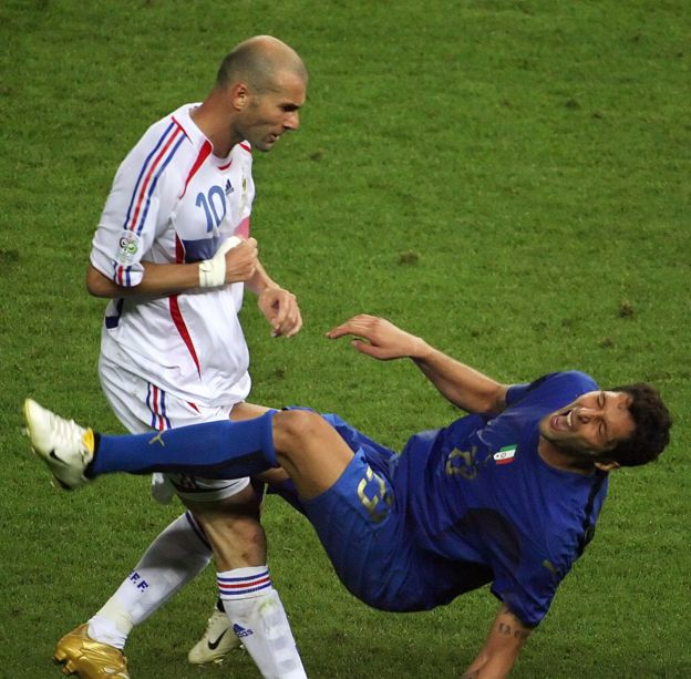 齊達內(Zinedine Zidane,施丹)在2006年柏林的決賽上頭撞馬特拉齊被罰出場。