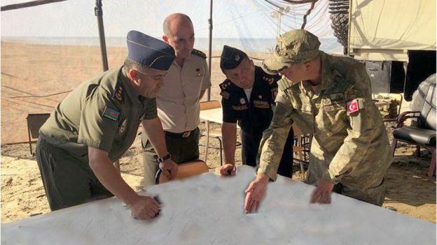 Азербайджанские и турецкие специалисты склонились над картой