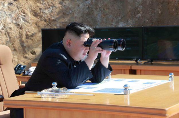 朝鲜官方电视台说,朝鲜领导人金正恩观看了发射过程。