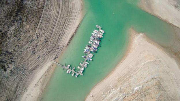 Reservatório na Espanha durante seca de 2017