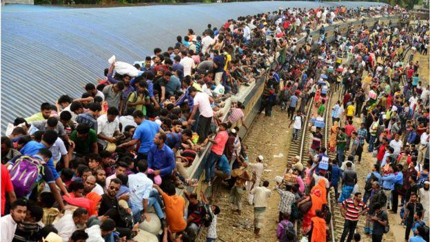 ডেঙ্গু আতঙ্কের মধ্যেই ঈদ উপলক্ষ্যে গ্রামের বাড়িতে ফিরছে মানুষ