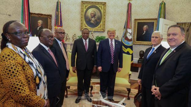 Rais Uhuru Kenyatta na mwenzake wa Marekani Donald Trump pamoja na mawaziri wao katika kikao kilichofanyika ikulu ya Whitehouse Marekani