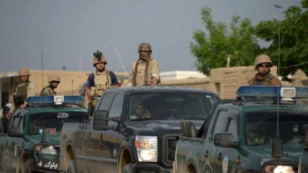 Personal de seguridad en la base militar.