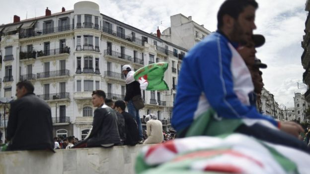 Désormais, les Algériens craignent la prolongation indéterminée du quatrième mandat et appelle à une démission immédiate.